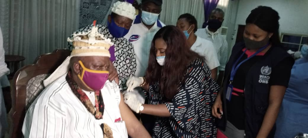 Obong of Calabar, Iyala, others take AstraZeneca Vaccine, urge residents to follow suit