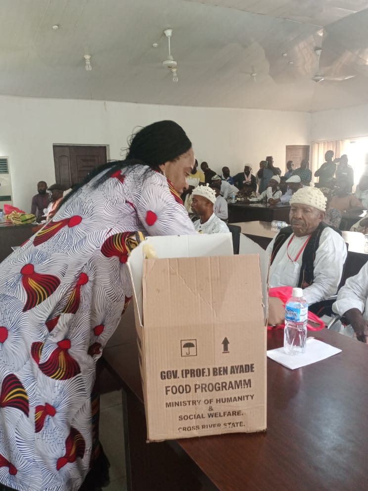 Photos:Ayade delivers yet again on His word as Traditional Rulers and Chiefs receive their Easter package