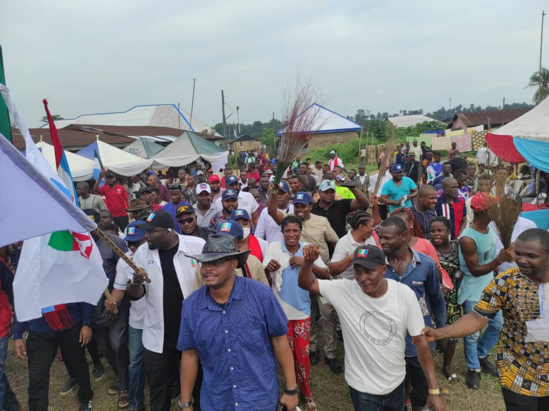 APC Stalwarts Storms Eniong, Received By Thousands of Supporters