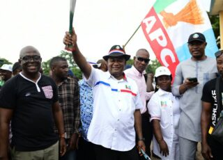 Cross River House of Rep member, state lawmaker, Agara, 30,000 others defect to APC